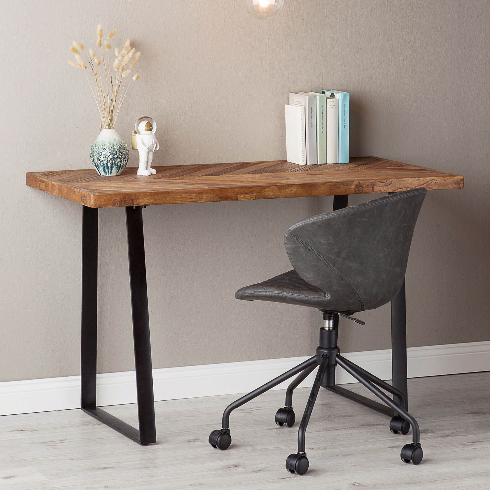 Nyt Skrivebord Kob Smukke Og Praktiske Borde Her Prismatch