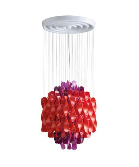 DesignVerner Panton for Verpan  Koncept Spiral serien fra Verpan er Verner Pantons bud på orden i kaos.  Pendlen hænger med mange spiraler i sirlig ro og orden. Dette skaber ikke bare en behagelig diffus spredning af lyset men rummet tilføres en form for tæmmet energi i det kunstværk som SP1 er.