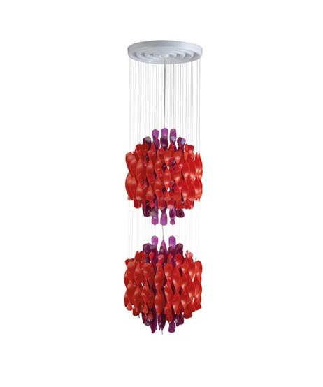 DesignVerner Panton for Verpan  Koncept Spiral serien fra Verpan er Verner Pantons bud på orden i kaos.  Pendlen hænger med mange spiraler i sirlig ro og orden. Dette skaber ikke bare en behagelig diffus spredning af lyset men rummet tilføres en form for tæmmet energi i det kunstværk som SP2 er.