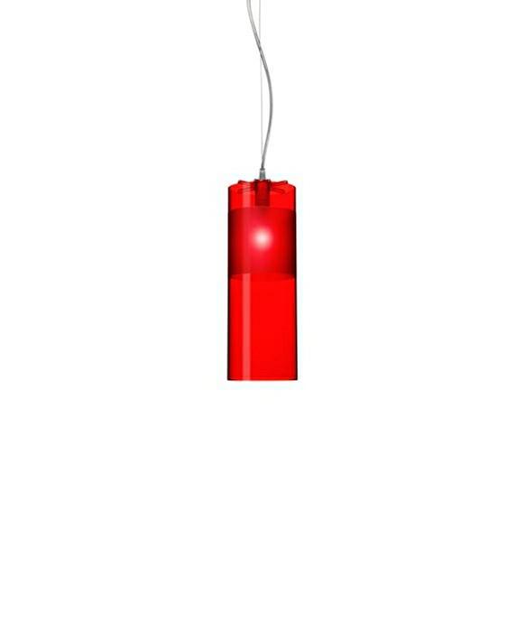 DesignFerruccio Laviani for kartell  Koncept For sig selv, eller med sine søstre, fortryller og begejstrerEasy Pendelmed spillet af farve og lys. Når den er tændt,forstærkes et utal refleksioner igennem dengennemsigtige polycarbonat, der giver den ultimative mood belysning her i transparent, elegant og afdæmpet, rød akryl der også giver et behageligt diffust indirekte lys.Rød er i Kina en hellig og livgivende farve, og lad blot Easy pendlen tone dit hjem og humør.Easy pendlener en cylinderformet pendel medraffinerede match af de forskellige gennemsigtige og slebede polycarbonat finishes. Den er nu også tilgængelig i en nyforkromet metal og guld version.Version:9010W3