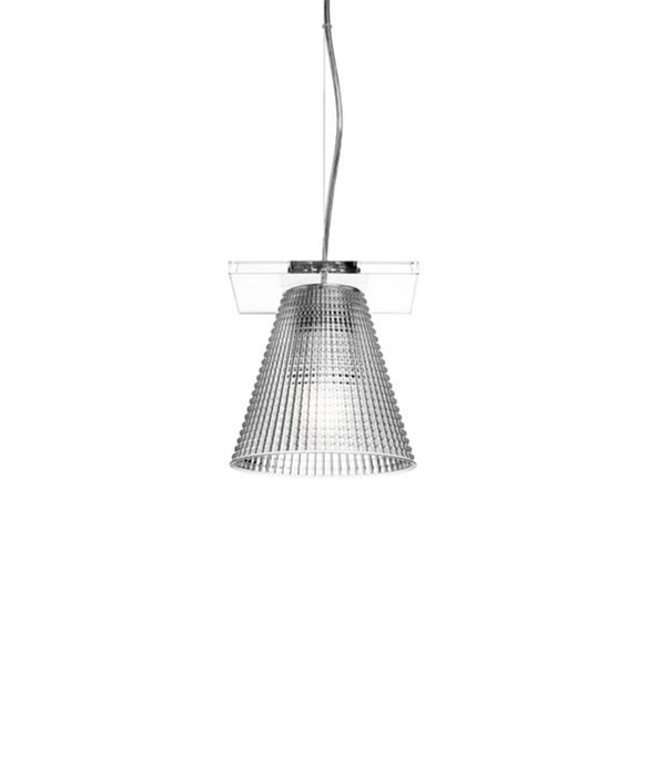 DesignEugeni Quitllet for KartellKoncept Light Air Pendel Sculped Krystal - Kartell er en sjov lampe, som kan bruges de steder, hvor man gerne vil have lidt knald på. Knald på farverne og knald på udseendet. Det er det Kartell kan. Give os én på opleveren med deres belysning både hvad angår design og materialer. Light Air fås i flere versioner - bord, væg og pendel og i flere farver.