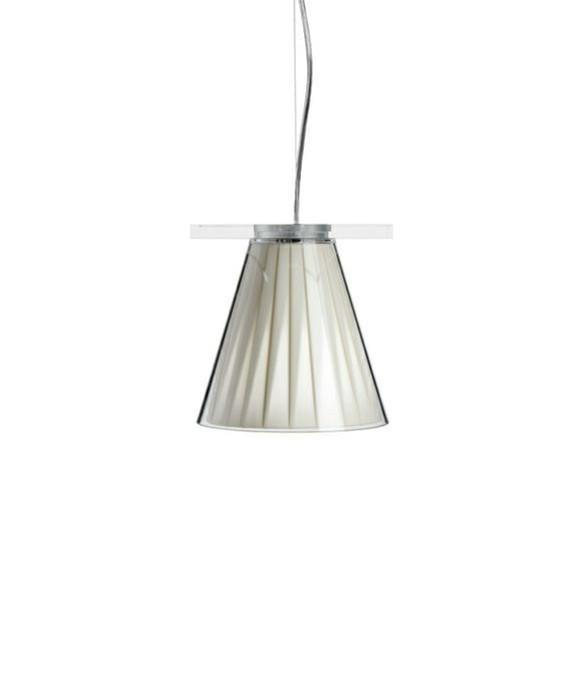DesignEugeni Quitllet for KartellKoncept Light Air Pendel Beige - Kartell er en sjov lampe, som kan bruges de steder, hvor man gerne vil have lidt knald på. Knald på farverne og knald på udseendet. Det er det Kartell kan. Give os én på opleveren med deres belysning både hvad angår design og materialer. Light Air fås i flere versioner - bord, væg og pendel og i flere farver.