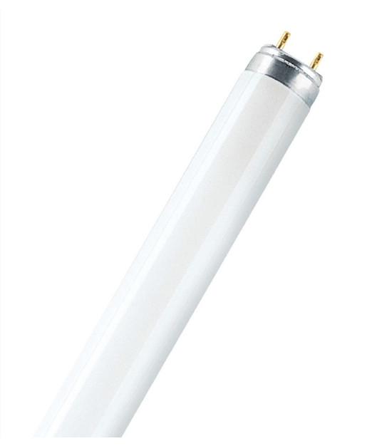 Producent PhilipsKoncept Lysstofrør.  Den har 1350lm, hvilket svarer til ca. 75-100W. Den har et varmt lys med 3000 kelvin og en RA værdi på 80, hvilket betyder at den gengiver farverne i rummet optimalt.  Hvis du har det lidt svært med det, med pærer, kommer der her en lille kort forklaring om de vigtigste ting, du skal være opmærksom på.  I dag bliver lysstyrken målt på lumen i stedet for watt. Du kan nogenlunde gå ud fra nedenstående.  15W = 140 lumen  25W = 250 lumen  40W = 470 lumen  60W = 800 lumen  75W = 1050 lumen  100W = 1520 lumen Derudover kan man også se på en pære, at der er oplyst en RA eller CRI værdi. Det er lysets evne til at gengive farver og det vurderes på en skala fra 0-100 RA.  100 RA giver den bedste farvegengivelse og det er det, man får fra dagslys.  Til et almindeligt hjem, skal man vælge pærer med en RA værdi på mere end 80.  Der vil også være oplyst en kelvingrad. Dette er lysets farve. En pære med en kelvingrad på 2.700 - 3.000 har et varmt lys.  4.000-4.50