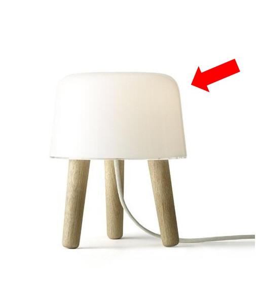 DesignNORM (Kasper Rønn & Jonas Bjerre-Poulsen) for &tradition Koncept Løs skærm til Milk NA1 Bordlampe. Bemærk at det er mundblæst glas så der kan forekomme små luftbobler.
