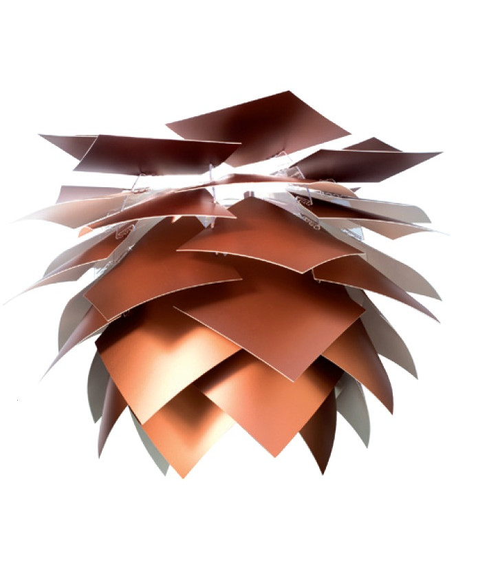 DesignFrank Kerdil for Dyberg Larsen Koncept Illumin pendel Special Edition Ø35 er, som navnet antyder, en specialudgave af Illumin pendlen, som er forbeholdt udvalgte butikker. Bladene er dækket af et tyndt lag kobberfolie på oversiden og er hvide på undersiden for optimalt lys. Pendelen samles let på 11 min. Ny spændende og fleksibel Pendel der også kan anvendes som gulvlampe eller til bordet. De overlappende skærme er med til at give et diffust og behageligt lys.