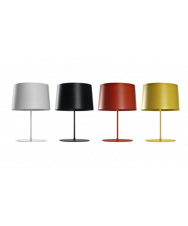 Design Marc Sadler for Foscarini  Koncept Twiggy XL Bordlampe Hvid lavet af komposit lakeret materiale på en glasfiber base, fås i fire farver.  Armaturet garanterer maksimal udnyttelse af lyskilden, som giver direkte belysning på overfladen nedenfor og effektiv refleksion af lyset opad. Med lysdæmper.