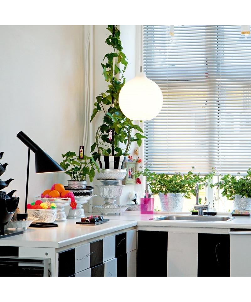 aj tischleuchte schwarz louis poulsen. Black Bedroom Furniture Sets. Home Design Ideas