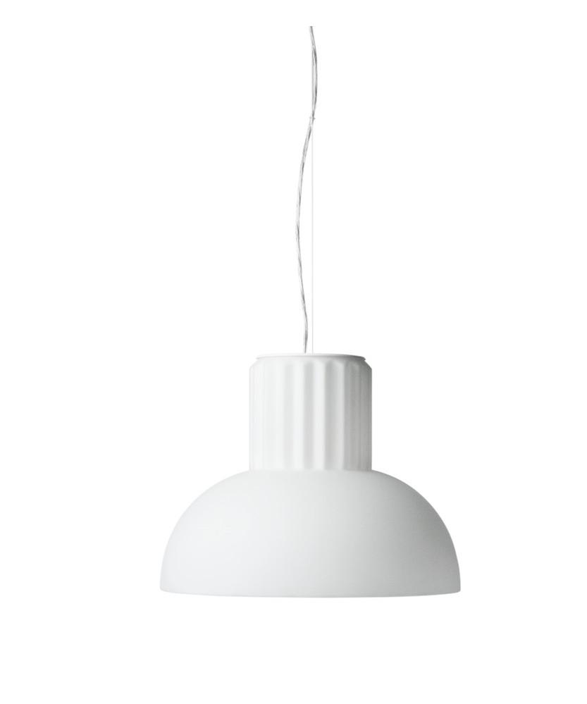 DesignSylvain Willenz for Menu  The Standard pendel large er en del af serien med pendel i Ø40 og Ø24 samt bordlampe.Den er en smuk og lysende skulptur som er helt perfekt hen over spisebordet. Lampen er fremstillet i glas, hvilket giver den et blødt og varmt udtryk.