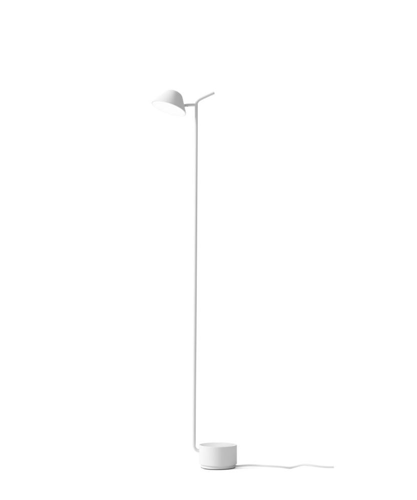DesignJonas Wagell for Menu Peak gulvlampen blev designet af Jonas Wagell, til at ledsage en sofa han havde designet ud fra den devise, at den ikke skulle være så stor og dominerende som gulvlamper ofte er.  Peek blev i stedet en meget enkelt lampe der som navnet hentyder, kigger (Peeks) henover sofaen.  Det er en smuk og meget enkelt lampe som giver et godt lys og som er helt perfekt, ved siden af sofaen, hvor man har behov for læselys. Både på bord- og gulvlampen er tænd/sluk funktionen placeret på toppen af ?pinden? på den modsatte side af lyskilden. Funktionen er integreret således at den er skjult.  Begge lamper kan drejes hele vejen rundt om foden og hovedet kan ligeledes indstilles til begge sider.