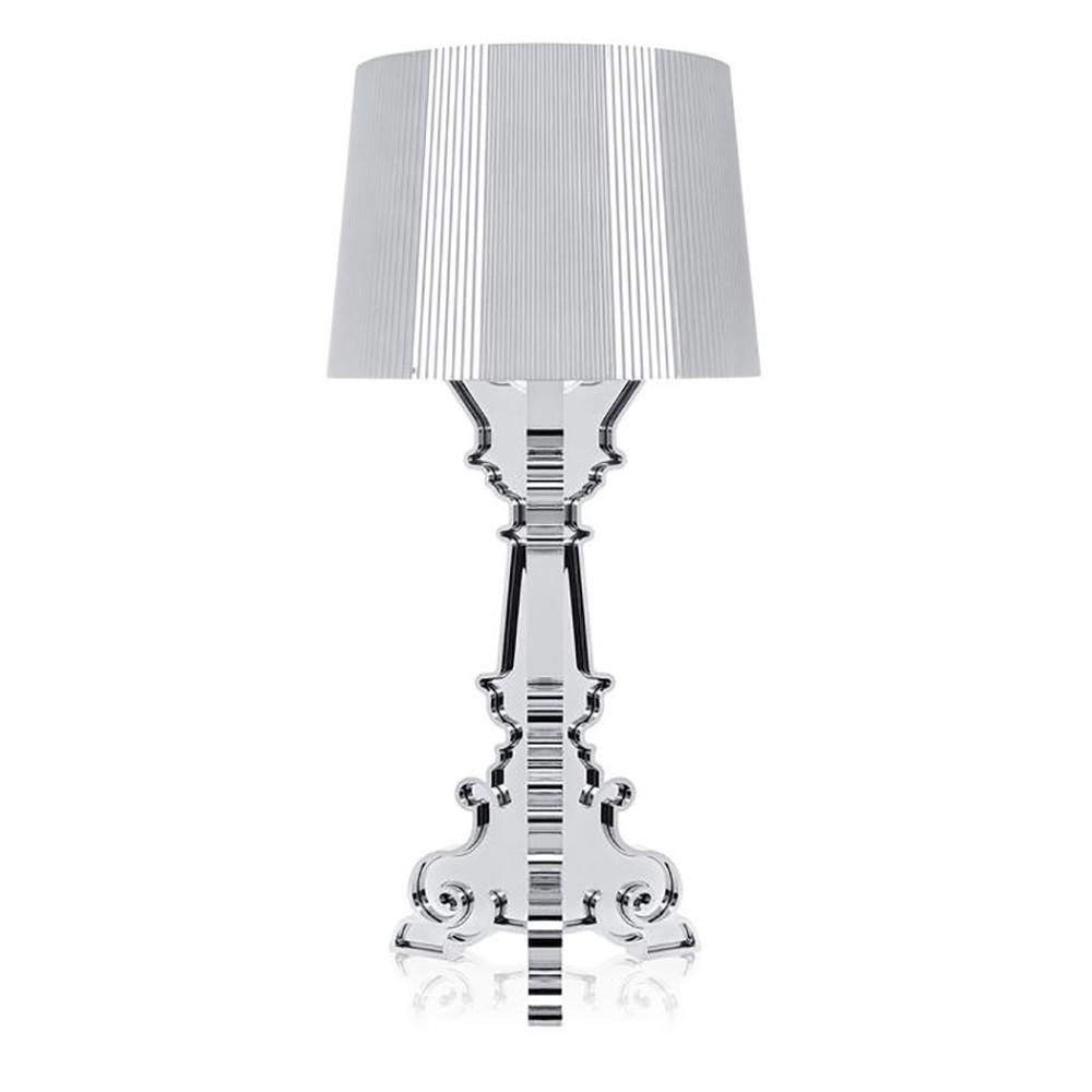DesignFerruccio Laviani for kartell  Koncept Bourgie Bordlampe i Krom, er en smuk lampe med klassisk stil og er en af Kartells stor sælgere. Basen i den barokke stil består af tre sammenkoblede dekorerede lag, mens den store lampeskærm er lavet med en plisseret effekt, som skaber et spil af reflektioner når lampen er tændt.  Lampeskærmens fastgørelses-system indeholder tre forskellige indstillings muligheder, som kan justeres efter den ønskede anvendelse: 68, 73 og 78 centimeter i højden. Derudover har den populære bordlampe også lysdæmper.  Bourgie er utrolig dekorativ og kan anvendes mange steder i boligen. Brug den på skrivebordet, natbordet eller på skænken. Den vil klart skabe en unik stemning i dit hjem.  OBS! Bourgie lampen kommer med en touch-dæmper. Hold inde for at dæmpe lampen, hvis du skal slukke og tænde den, skal du blot trykke en enkelt gang på dæmperen.