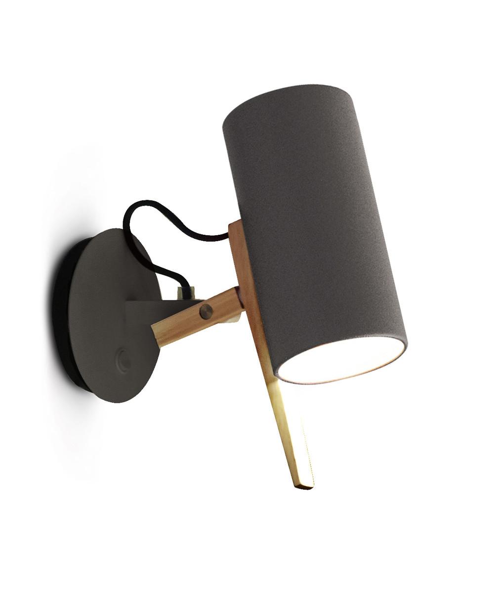 Design  Mathias Hahn for Marset  Koncept  Scantling grå fra Marset er en væglampe med en meget stor personlighed, der har base i smukke geometriske grundformer og brugen af metal og egetræ.  Det er en usædvanlig smidig og fleksibel lampe, som du kan rotere og dermed præcisere, hvorpå du vil rette lys og skygge.  Perfekt som læselys ved sengen eller over skrivebordet.