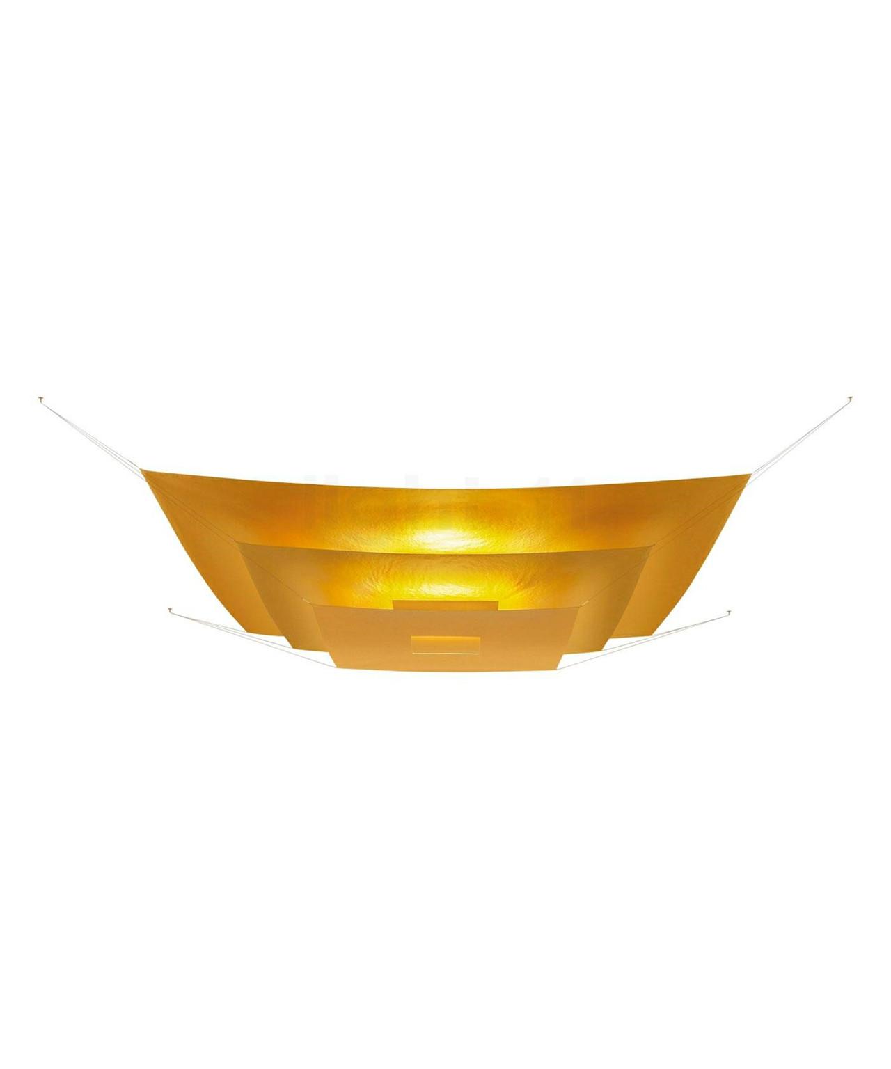 DesignIngo Maurer & Team for Ingo Maurer  Koncept Luxury Pure Guld Loftlampen er en anderledes lampe, der spreder et behageligt lys og skaber en ?dæmpet? atmosfære.  De tre stykker papir er Guld, Sølv eller Hvidlakerede og alt efter overflade spredes forskelligt lys. Der emmer et varmt og gyldent lys ud fra Guld versionen, mens Sølv og Hvid giver et mere neutralt lys.  Når de fire wires i hjørnerne er spændt ud er målene oppe på 200 x 200 cm, samt en højde på 26 cm, så det kræver et stort loft, når Lil Luxury loftslampen skal udfolde sig og komme til sin ret. Der er kommet nye versioner med lavenergi LED paneler, så de gamle R7s udgaver er nu faset ud. Disse lamper skal specialbestilles da de produceres i begrænsede serier så forvent en leveringstid på 4 til 5 uger.