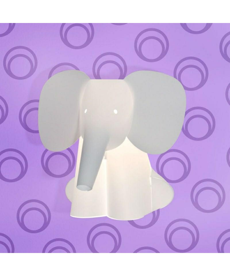 DesignRamin Razina for Zoolight  Koncept Den klassiske Elefant Væglampe fra Zoolight er en del af  serien med de søde lysende dyr. Zoolight er en serie af luksus børnelamper, som er designet meget stilrent og er efterhånden en klassiker på børneværelset.