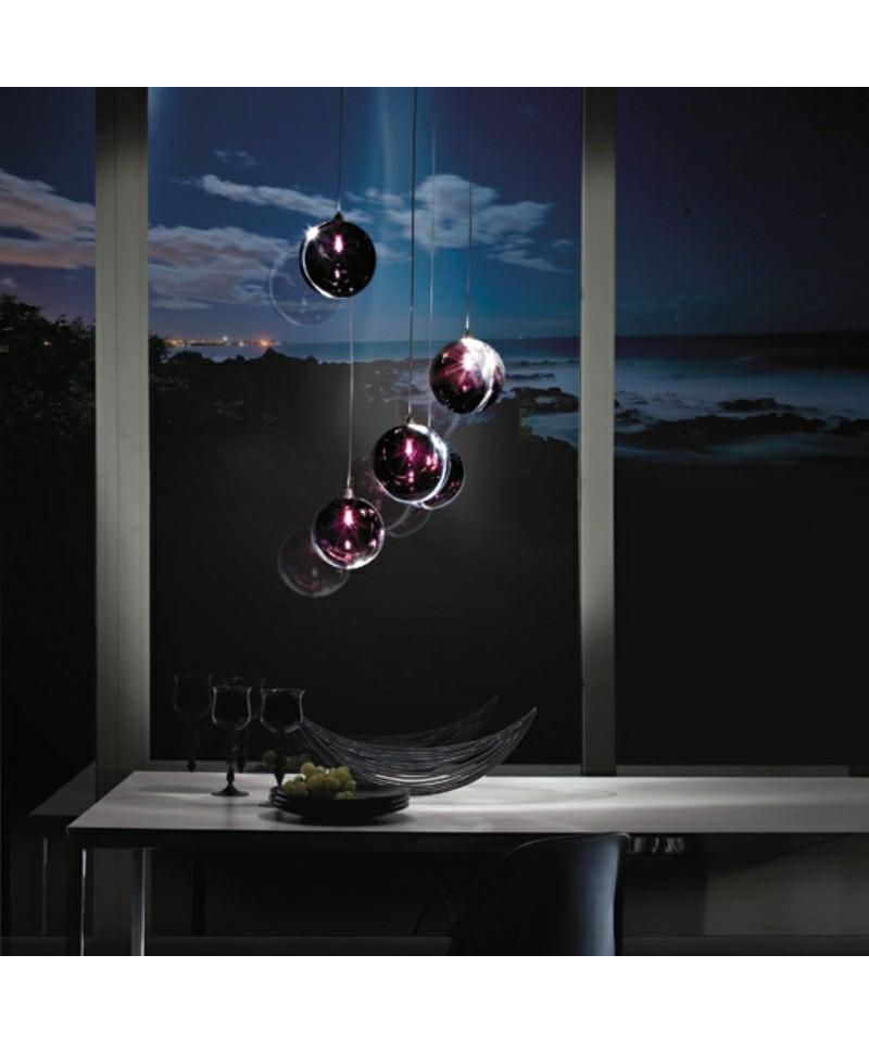 DesignMarco Acerbis for vistosi  Koncept Poc Pendel Ø16 Sort fra Vistosi er en eksklusiv lampe i kraftigt krystalglas, med en membran i midten, der ændrer lysintensiteten fra lampe til lampe. Poc er en smuk og yndefuld pendel, som er en blanding af elegance og finesse, som passer ind i mange hjem.  Vistosi er et af de mest markante italienske firmaer på belysningsmarkedet, når vi snakker Muranoglas og samtidig er de kendt for at kombinerer gammelt håndværk med innovativ teknik og kreativitet. Nøgleordene har i alle år været passion, research og kreativitet.  Vistosi mestrer at skabe nye lysformer, at smelte kunst og design sammen, at blande gammelt håndværk med industriel produktion, og det sker med en blanding af alvor, leg og ironi.