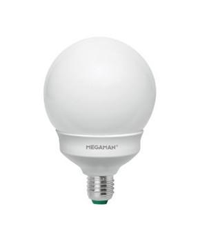 Producent MegamanKoncept Stor LED globepære. Den har 1055lm, hvilket svarer til ca. 60-75W. Den har et varmt lys med 2800 kelvin og en RA værdi på 80, hvilket betyder at den gengiver farverne i rummet optimalt. Hvis du har det lidt svært med det, med pærer, kommer der her en lille kort forklaring om de vigtigste ting, du skal være opmærksom på. I dag bliver lysstyrken målt på lumen i stedet for watt. Du kan nogenlunde gå ud fra nedenstående. 15W = 140 lumen 25W = 250 lumen 40W = 470 lumen 60W = 800 lumen 75W = 1050 lumen 100W = 1520 lumen Derudover kan man også se på en pære, at der er oplyst en RA eller CRI værdi. Det er lysets evne til at gengive farver og det vurderes på en skala fra 0-100 RA. 100 RA giver den bedste farvegengivelse og det er det, man får fra dagslys. Til et almindeligt hjem, skal man vælge pærer med en RA værdi på mere end 80. Der vil også være oplyst en kelvingrad. Dette er lysets farve. En pære med en kelvingrad på 2.700 - 3.000 har et varmt lys. 4.000-4.5000 giv