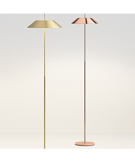 Mayfair-serien er designet af Diego Fortunato for Vibia. Mayfairs klassiske udtryk fører tankerne tilbage til det 18. århundrede, og med indbygget LED belysning er lampen en moderne og nutidig lampe med et ben plantet i fortiden. Utrolig smuk og anvendelig, og vil passe perfekt ind i alle rum. Mange forskellige farver og fås både som bordlampe, gulvlampe og pendel.